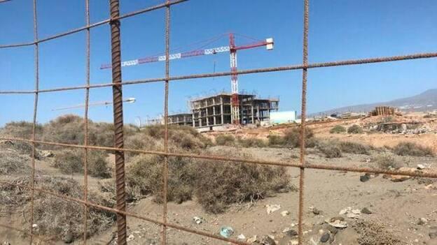 Ordenan parar las obras del hotel de La Tejita | Canarias7