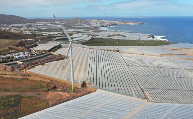 La nueva instalación comprende un aerogenerador en Roque Prieto. / C7