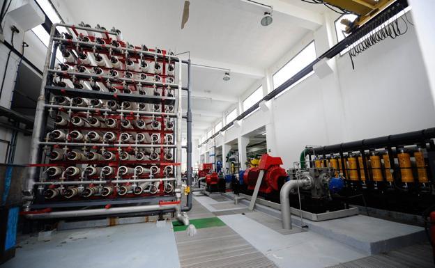 Interior de la desalinizadora del Cabildo en Punta Camello (Arucas). / C7